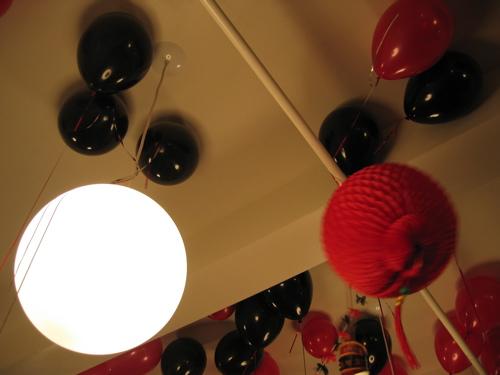 22606redblackballoonslight.jpg