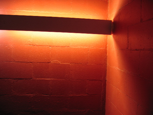 31304redwalllight.jpg
