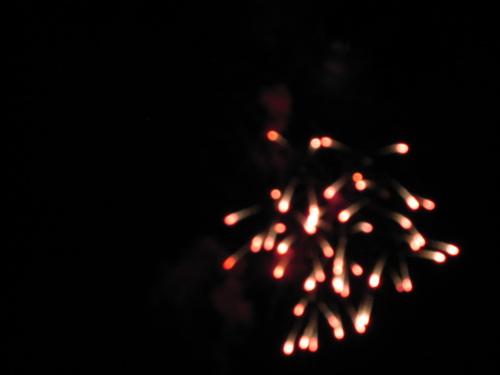 7305whiteredtrailfireworks.jpg