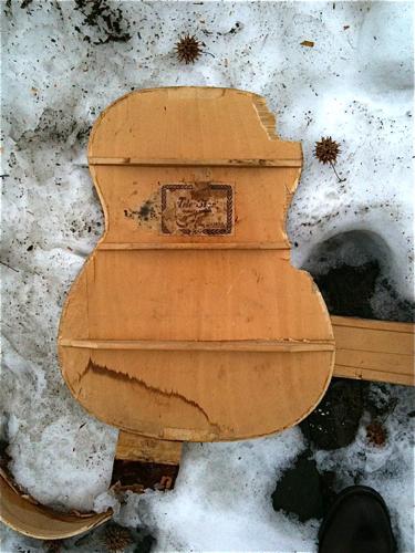 snowguitar.jpg