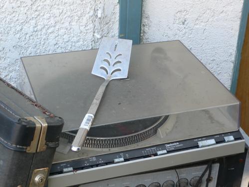 spatulaturntable.jpg